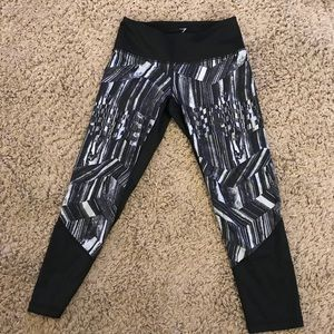 Zella Capri black print leggings mesh back XS